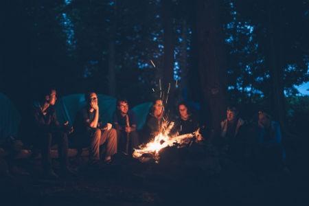 Conoce algunas de las cosas que no pueden faltarte al ir de camping