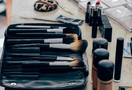 Brochas y pinceles para aplicar maquillaje
