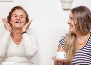 Cuidar a una persona anciana