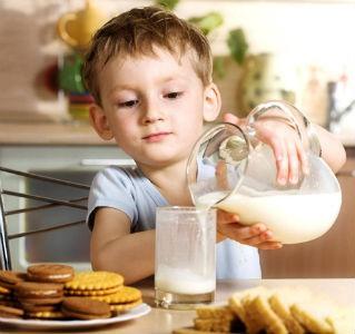 Por qué debes darle leche a los niños de la casa