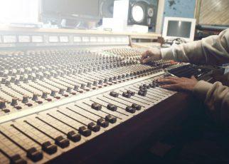 Estudio de grabación preparado para diferentes tareas