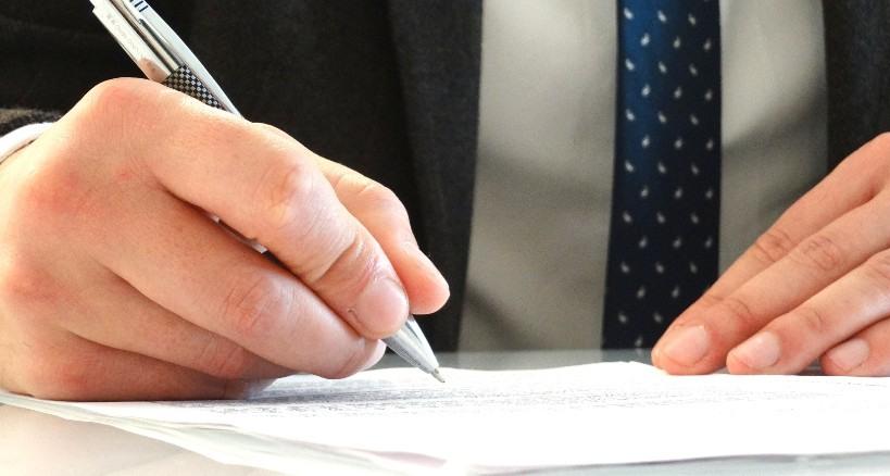 cuánto cobra un notario por sus servicios